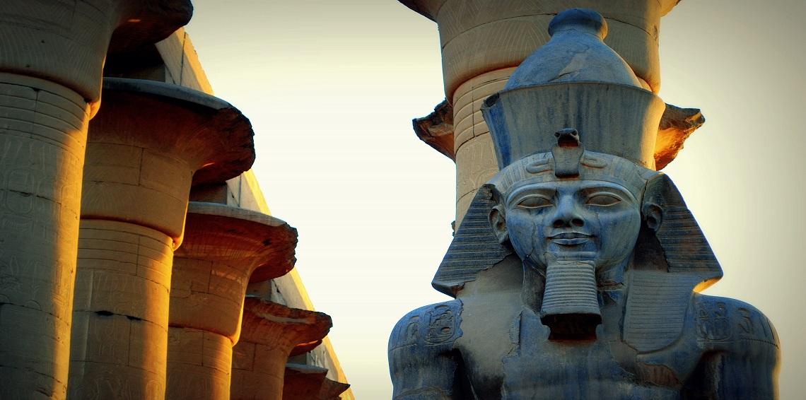 مصر تنجح في نقل تمثال رمسيس الثاني الى بهو المتحف المصري الجديد