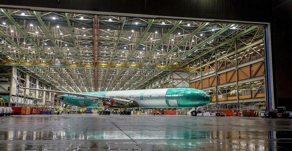 صور أول طائرة بوينج نفاثة من طراز 777X