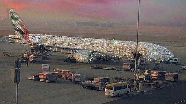 طائرة طيران الإمارات المرصعة بالماس : فوتوشوب