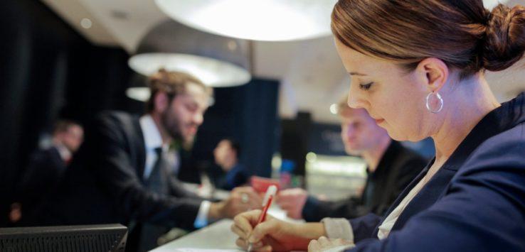 أخطاء شهيرة قد تكلفك إنفاق المزيد من الاموال اثناء اقامتك في فندق