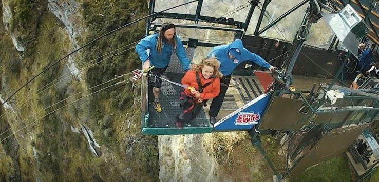 بالفيديو : القفز من جرف الرعب في نيوزيلندا