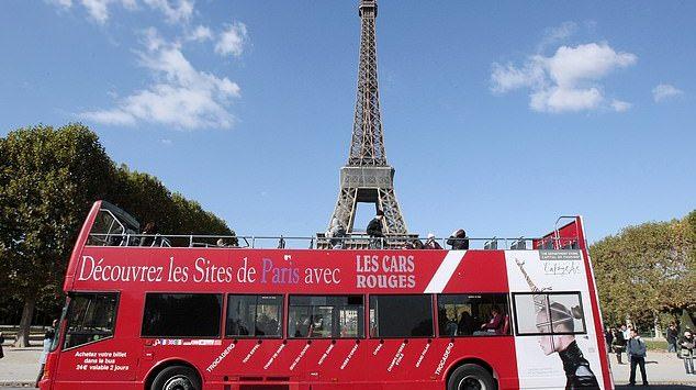 باريس تتجه لحظر الحافلات السياحية