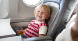 الخطوط الجوية اليابانية تضع حل لانهاء مشكلة إزعاج صراخ الاطفال اثناء الطيران
