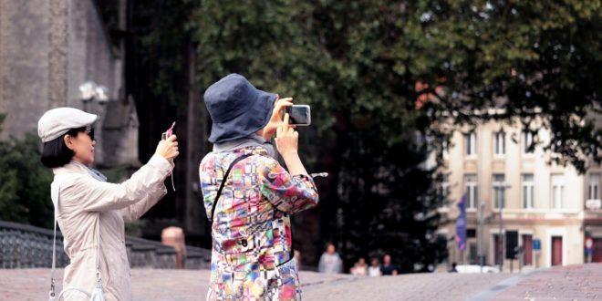 4 مواصفات لاغنى عنها في هاتف أي سائح
